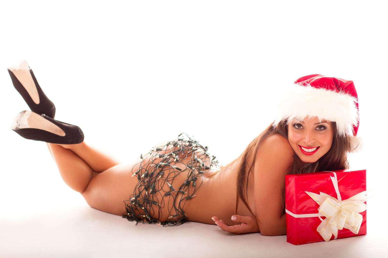 Luana Kisner posa para novo ensaio sensual, desta vez como Mamãe Noel