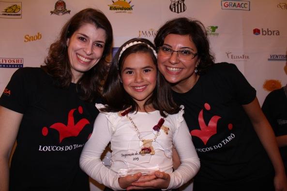 a atriz Maisa Silva  com atrizes da Cia Loucos do Tarô Fabiola Araujo e Laura Mota