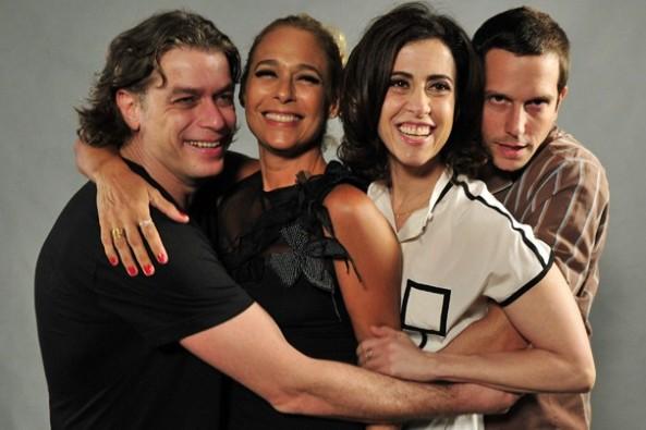 Elenco de Tapas e Beijos na coletiva (Globo)