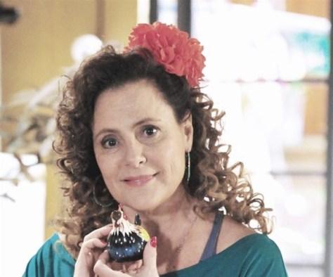 Personagem de Elizabeth Savalla é duramente criticada por ex-chacretes