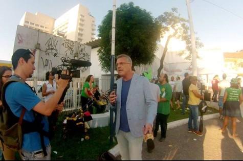 "Pedro Bial grava ""Na Moral"" na marcha da Maconha no último sábado (25)"
