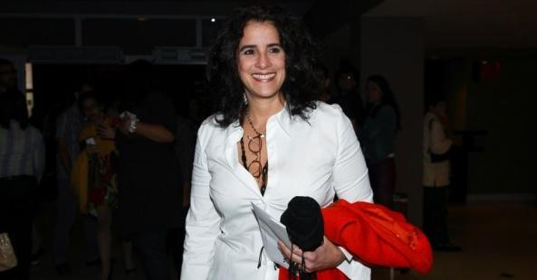 30mar2013---a-atriz-lucia-verissimo-prestigia-o-show-da-cantora-maria-bethania-no-hsbc-brasil-na-zona-sul-de-sao-paulo-1364697075565_956x500