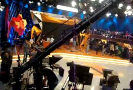 Felipe Santos filma o cenário do Legendários de outro ângulo (2)