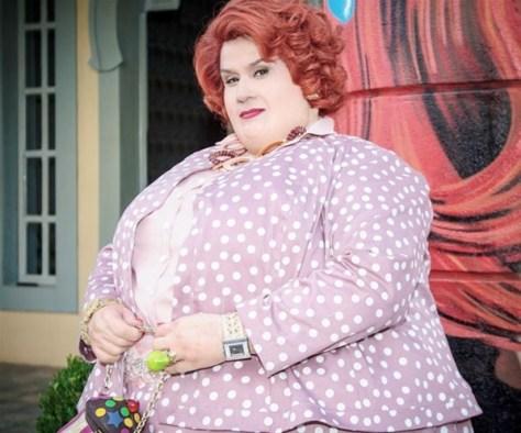 Vera Holtz caracterizada como a célebre personagem Dona Redonda
