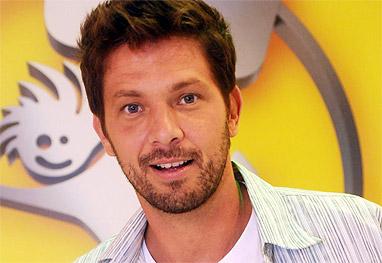 Mário Frias tem contrato com a RedeTV! até 2015