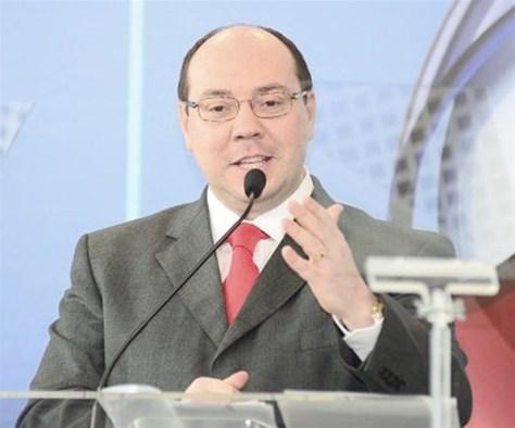 Alexandre Raposo deixa presidência da Record