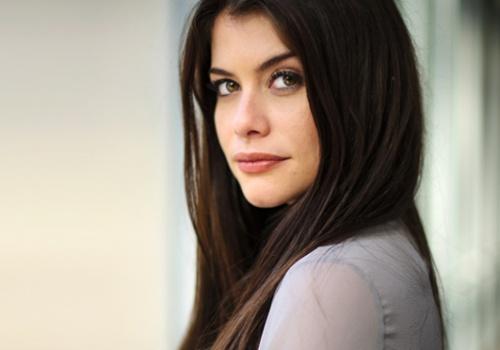 Alinne Moraes deixa elenco da próxima novela de Manoel Carlos