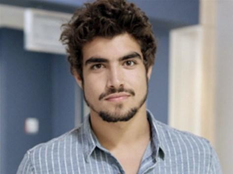 Fã que afirma ter dormido com Caio Castro não poupa críticas ao ator