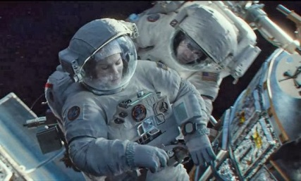 Sandra Bullock e George Clooney no filme Gravidade