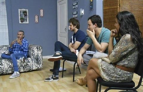 """O diretor Ignácio Coqueiro e os atores Daniel Erthal, Rafael Cortez e Kátia Moraes nas leituras de """"Família Trapo"""""""