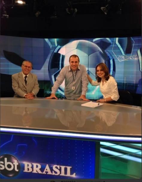 Diretor de planejamento artístico Fernando Pelégio, ao lado dos âncoras Joseval Peixoto e Rachel Sheherazade