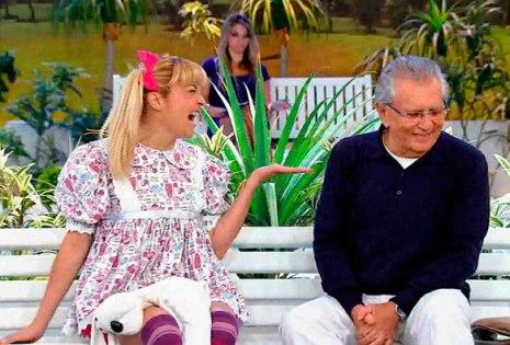 Nina conta as novidades para Carlos Alberto