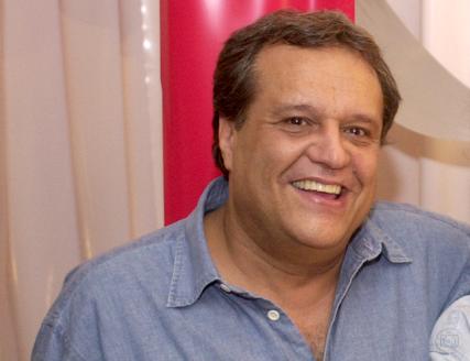 Globo escala Dennis Carvalho na trama de Gilberto Braga