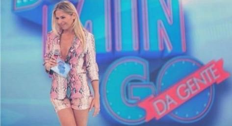 Adriane Galisteu é uma das apresentadoras do Domingo da Gente
