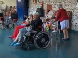 Câmera Record mostra o drama de idosos abandonados no Natal