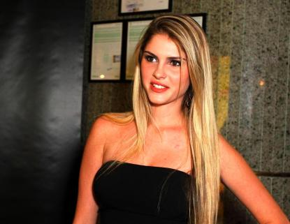 Bárbara Evans troca SBT pela Record