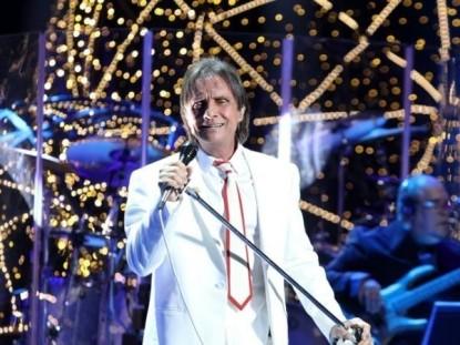 Especial de Roberto Carlos na Globo contou com ajuda de figurantes