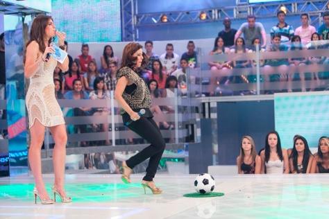"Daniella Cicarelli recebe Narcisa Tamborindeguy no ""Chuta pra fora, Chuta pro gol"""