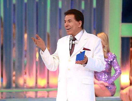 Silvio Santos apresenta programa inédito neste domingo