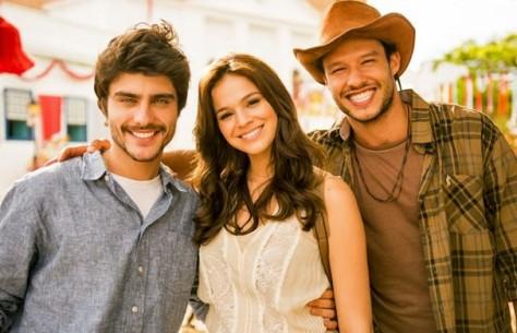Guilherme Leicam, Bruna Marquezine e Nando Rodrigues vivem triângulo amoroso na fase 2 da novela (Foto: João Miguel JR./Globo)
