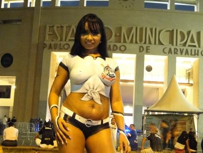eladona do Corinthians sensualiza no Estádio do Pacaembu